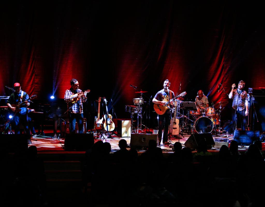 En concierto Kevin Johansen y su grupo The Nada