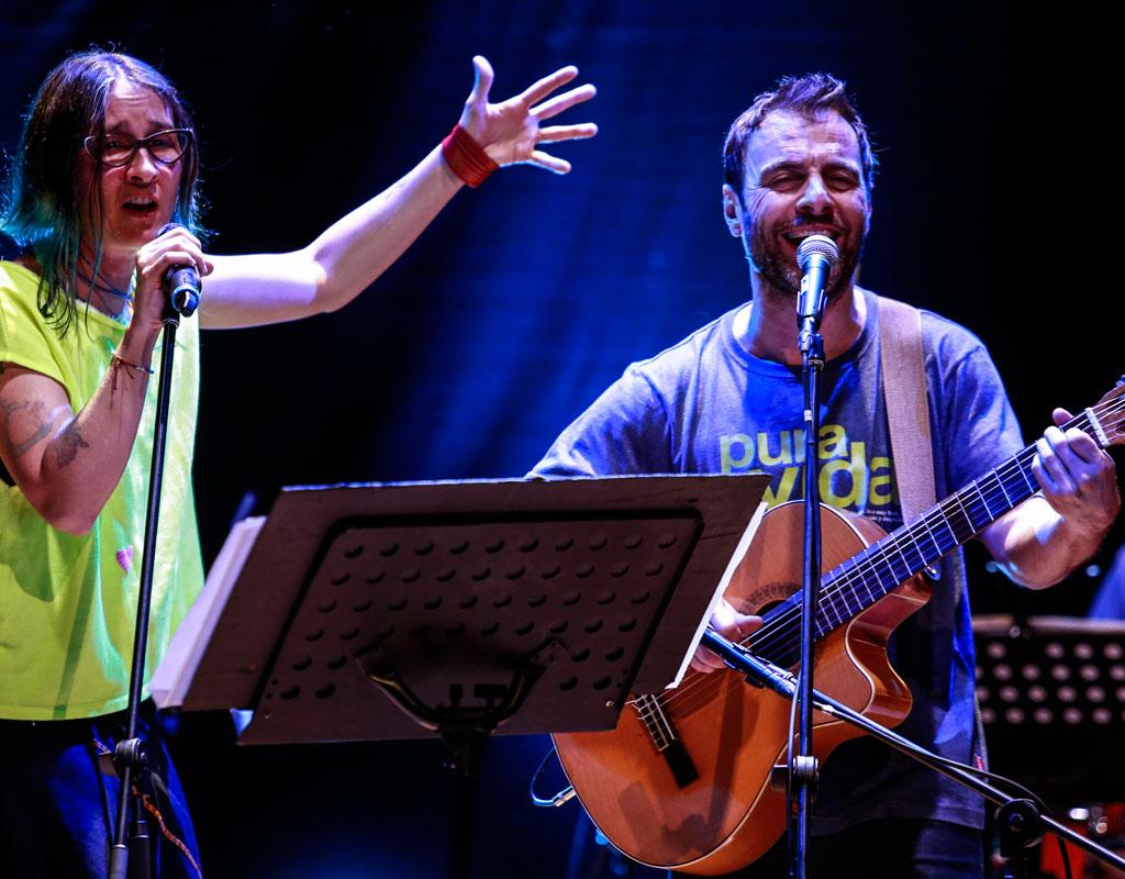 Kevin Johansen y Andrea Echeverri en concierto