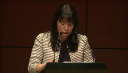 Graduanda Luisa Fernanda Cano ofrece discurso de grado