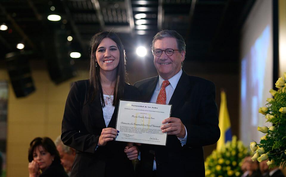 Foto Maria Camila, graduanda