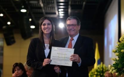 Maria Camila Sarria Sanz rece distincion de responsabilidad social