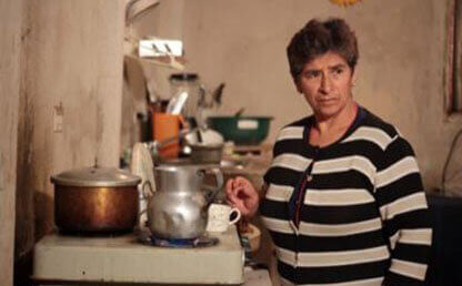 María Elisa Fajardo cocina en una estufa a gas, Simijaca