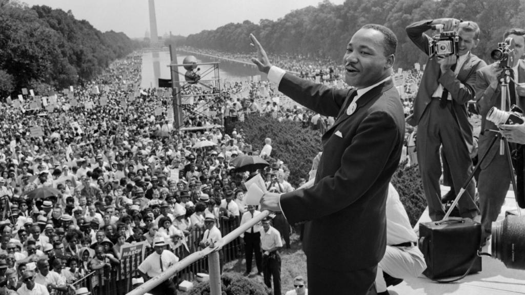 Imagen de Martin Luther King dando un discurso