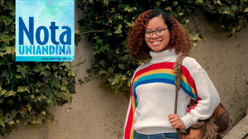 Foto de la estudiante Mayra Barrios en el campus de Uniandes