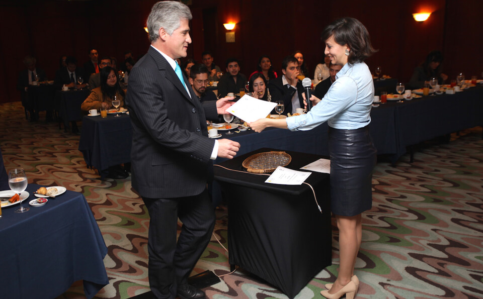 Foto profesor Jaime Pedraza grados medicina 2015-2