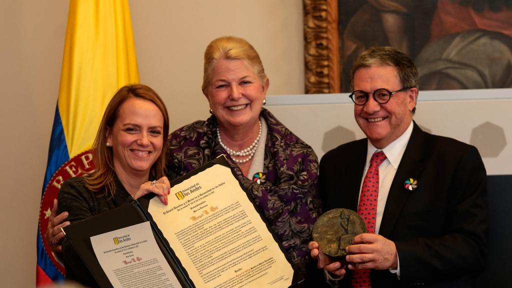 Pablo Navas, rector Universidad de los Andes; Margot Gill