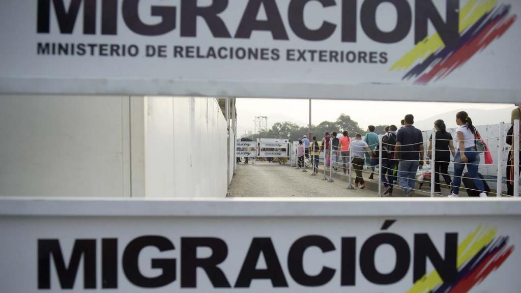 Foto de una valla de Migración Colombia