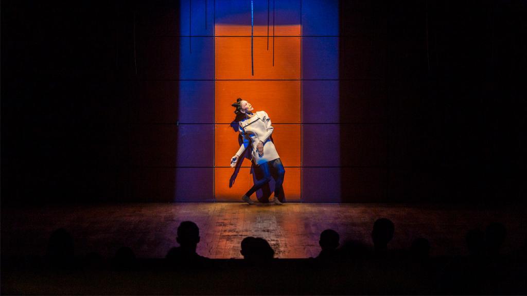 Minako Seki, bailarina y coreógrafa de danza contemporánea del Japón, presentó en la Universidad de los Andes su trabajo Human form 1.
