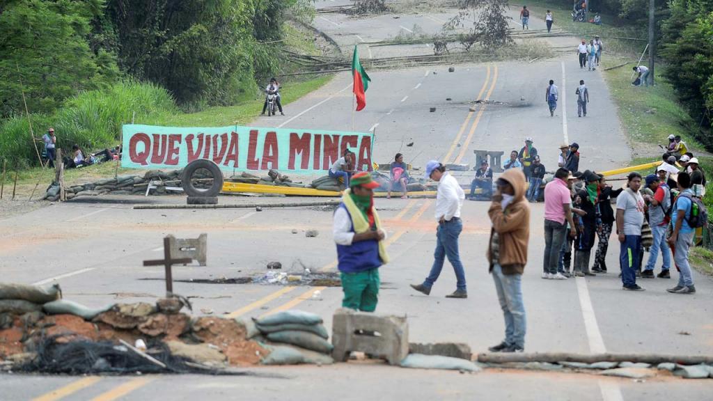 La minga indígena y campesina, que inició el pasado 10 de marzo en el Cauca y Huila, se ha convertido en la minga nacional por la vida, el territorio, la democracia, la justicia y la paz.