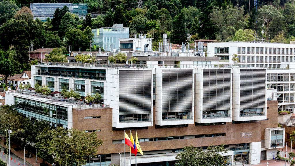 Panorámica del edificio Mario Laserna de la Universidad de los Andes.