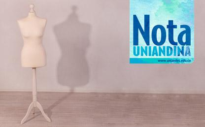Maniquí a un lado de la pantalla. Al otro lado un aviso de la revista Nota Uniandina.