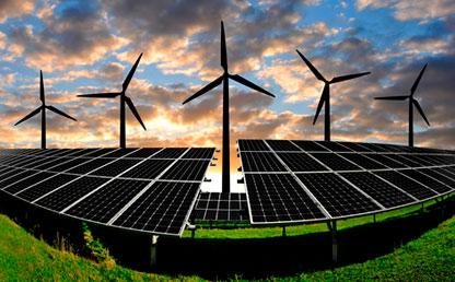 Hélices generando energía alternativa. Abajo varios paneles solares.
