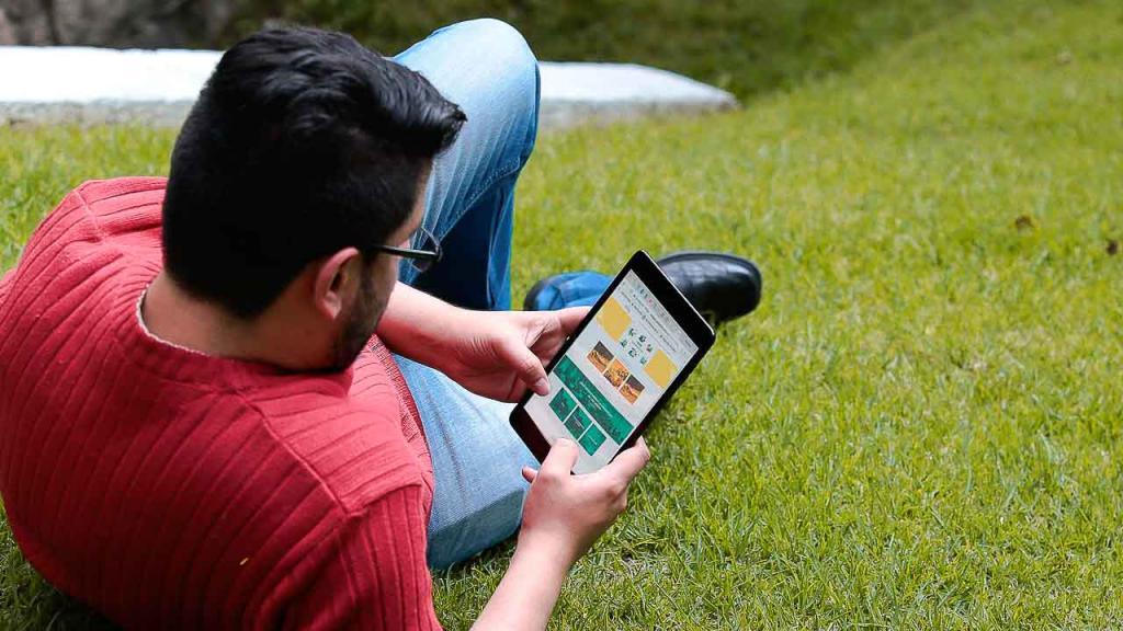 Estudiante tomando MOOC gratuito de la Universidad de los Andes