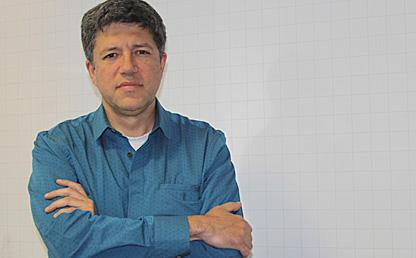 Foto del profesor René Meziat, nuevo director del Departamento de Matemáticas de la Universidad de los Andes, Bogotá, Colombia