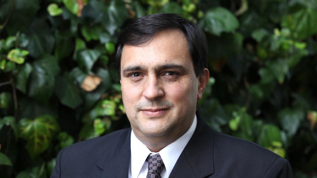 Retrato profesor Luis Alejandro Camacho