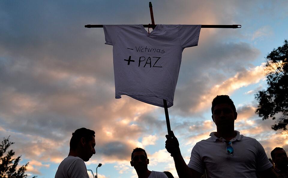Personas en manifestación por la paz de Colombia