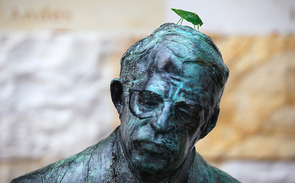 Escultura de Mario Laserna, fundador de la Universidad de los Andes