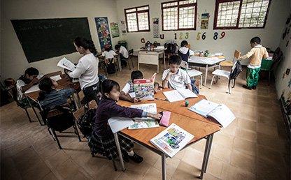 Niños en el salón de clases