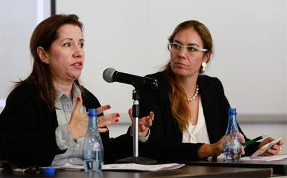 Paula Gaviria, Consejera Presidencial para los Derechos Humanos de Colombia y Angelika Rettberg, directora de la Maestría en Construcción de Paz, de la Universidad de los Andes.