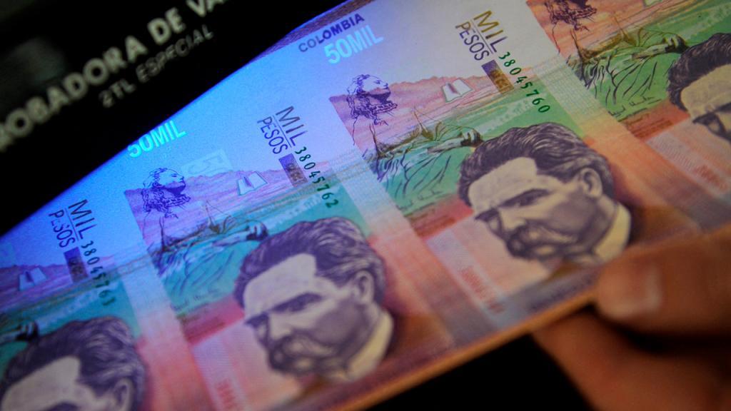 Foto de billetes de 50 mil pesos