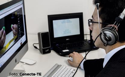 Estudiante con computador