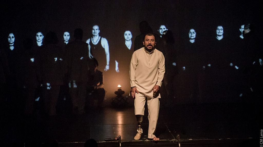 Actor en tarima del  teatro