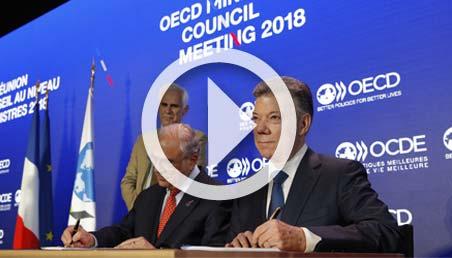 Presidente de Colombia firma adhesión a la OCDE