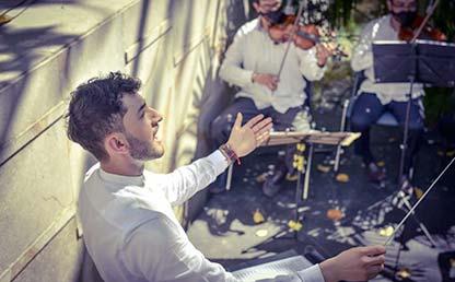 Foto Alejandro Martínez dirigiendo la ópera vallenata