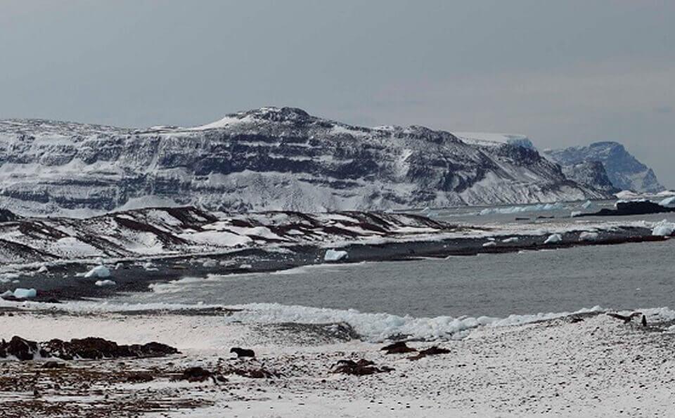 paisaje de un glacial en la antártida