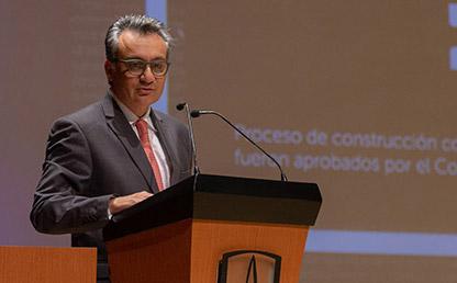 Henry Gallardo, director general de la Fundación Santa Fe de Bogotá, orador invitado durante sus palabras en la ceremonia de grados de medicina 2019-2