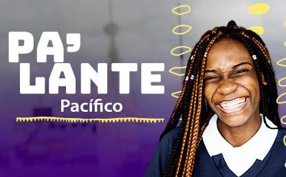 Imagen de estudiante afrodescendiente sonriendo