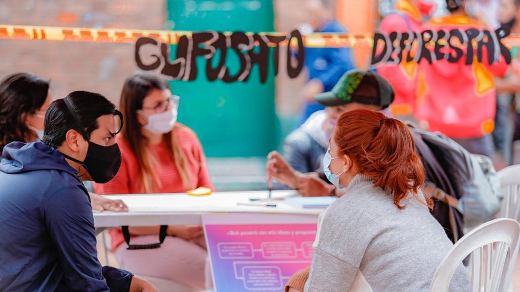 Jóvenes en mesas de diálogo