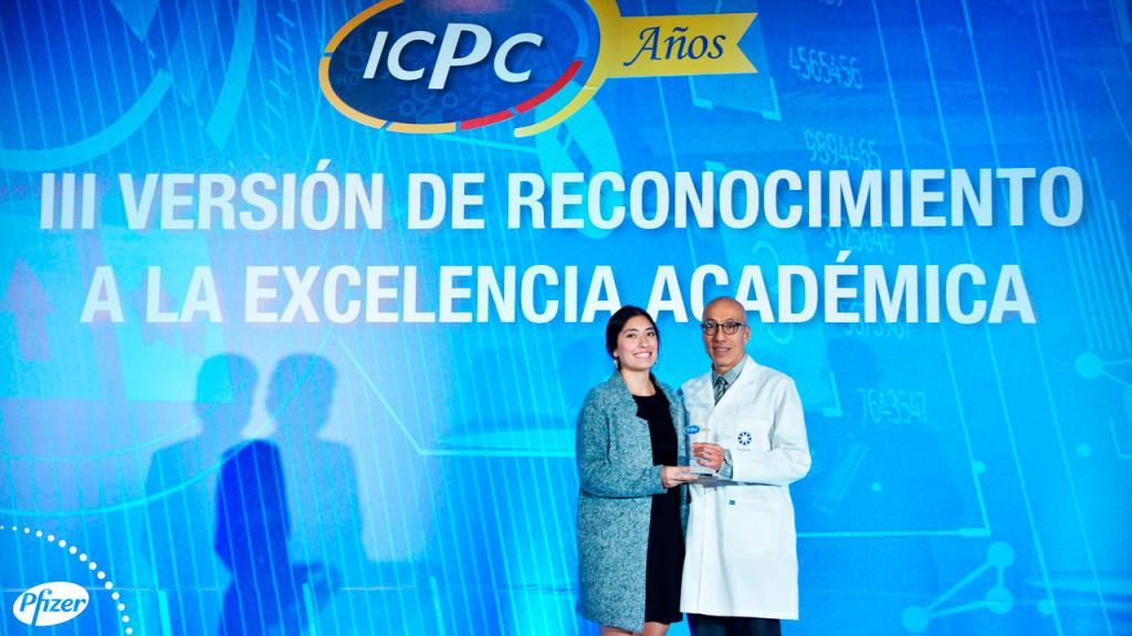 La dedicación y excelencia académica, a lo largo de 6 años de carrera universitaria, hicieron que Carolina Zambrano Pérez ganara el premio Pfizer, en la categoría de mejores internos del país (estudiantes en prácticas de último año), otorgado por el Instituto Científico Pfizer Colombia.