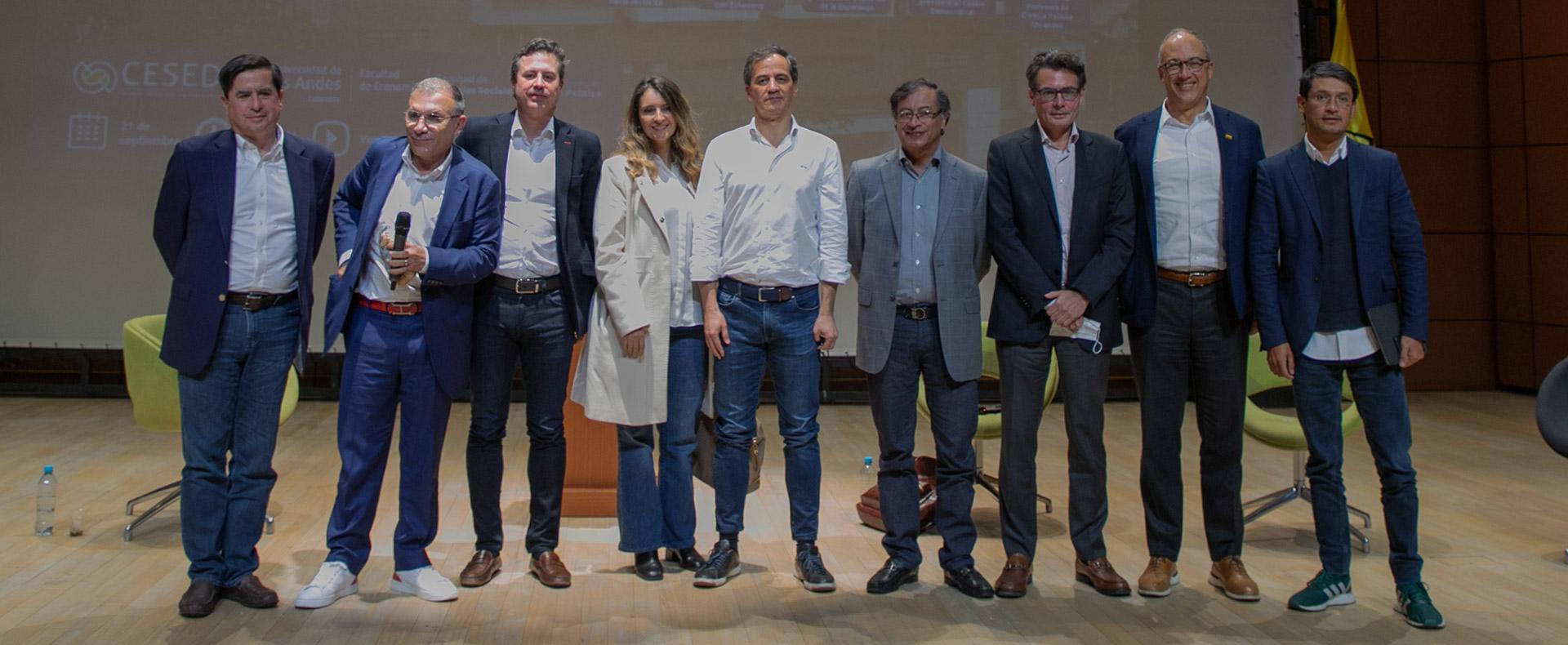 Foto de los precandidatos presidenciales en el Día Paíz