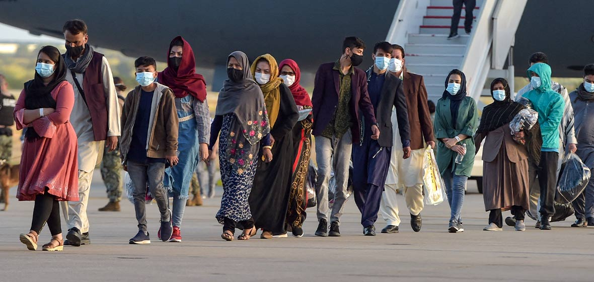 Mujeres y hombres afganos