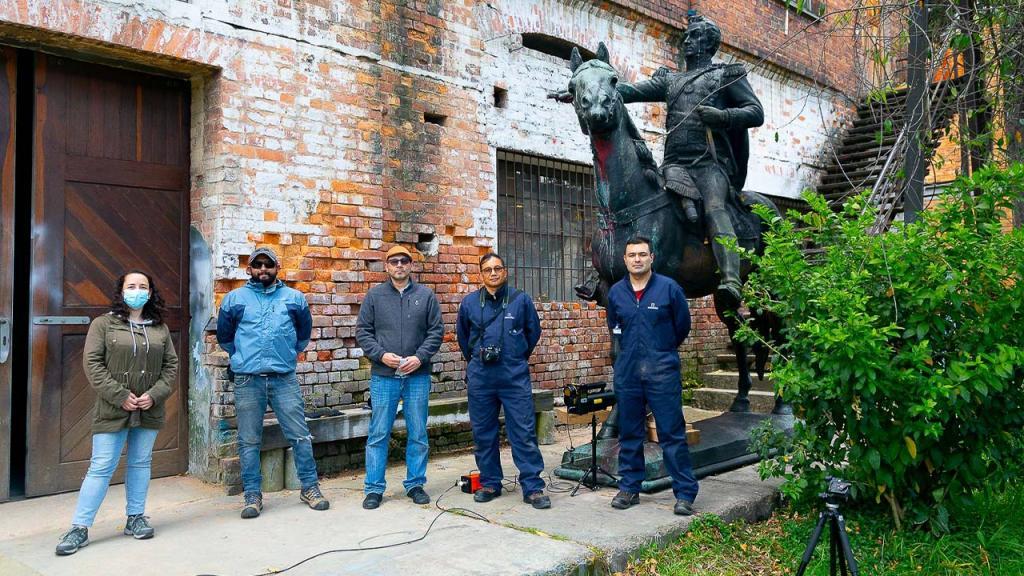 Fotografía de la restauración del Bolivar ecuestre del Monumento de Los Héroes