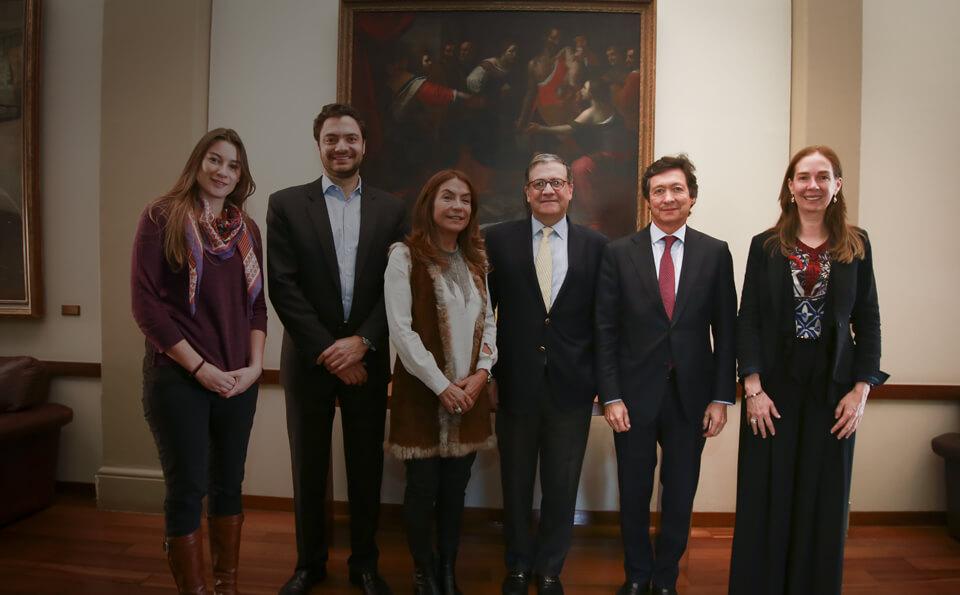 Nueva beca patrocinada por City Park, rector Pablo Navas, Eduardo Behrentz, Carolina Angel, Maria Ines Fernandez, Raul Enrique Vasquez