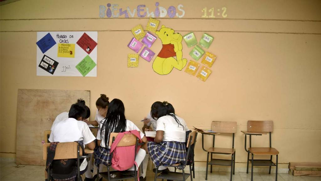 Foto de niños en salón de clase