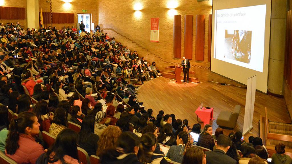 Imagen del auditorio en la Biblioteca Virgilio Barco