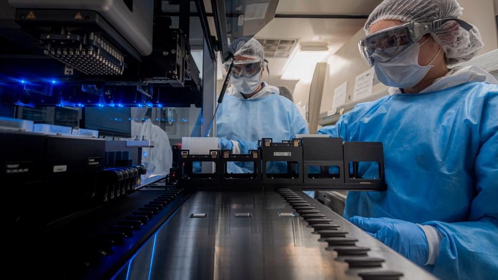 Foto del robot para extracción de ARN Eduardo Behrentz