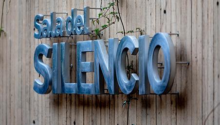 Letrero Sala del silencio, Universidad de los Andes