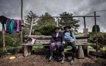 Saúl y Lucrecia viven solos en una casa incrustada en las montañas de Puente Nacional (Santander).