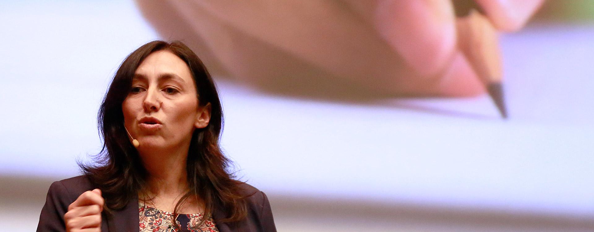 Leticia Britos en conferencia.