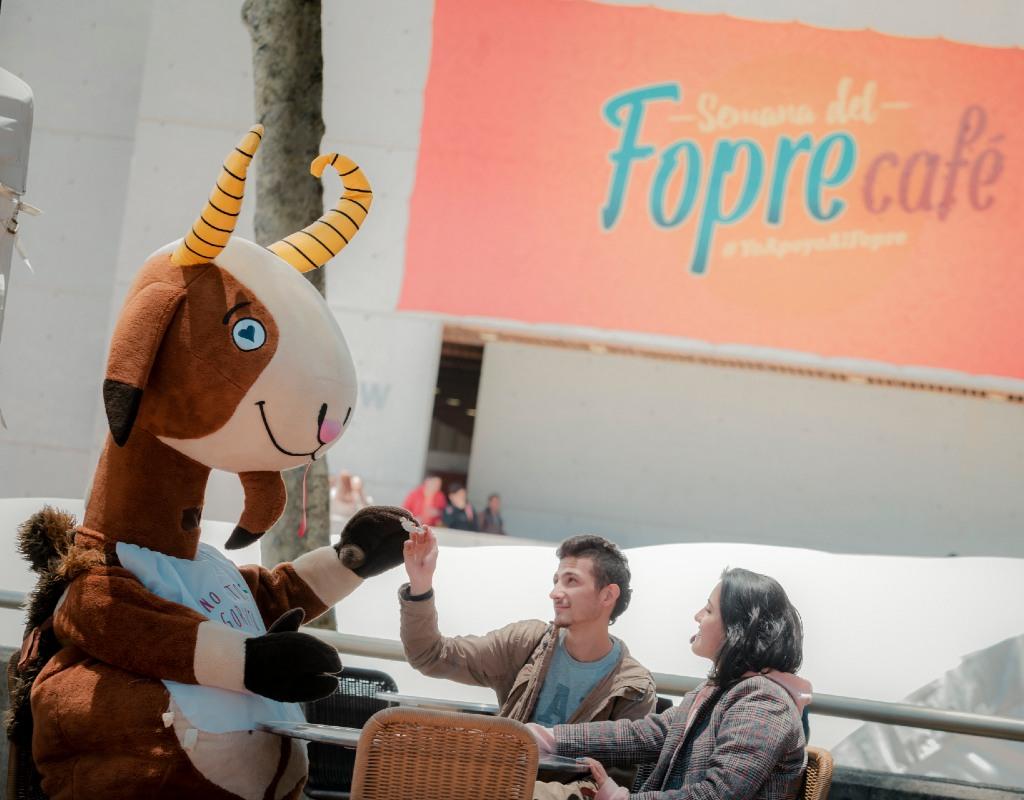 Séneca la cabra participando del Fopre Café