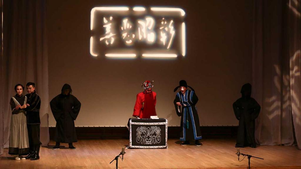 Grupo Teatral de Gira e intercambio de la Academia de Teatro de Shanghái