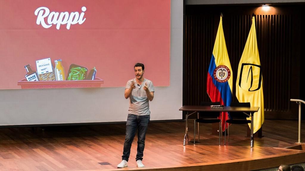 Simón Borrero, cofundador y CEO de Rappi, en conferencia en el auditorio Mario Laserna de la Universidad de los Andes.
