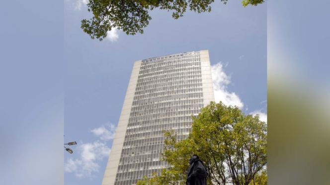 Edificio La torre Avianca desde la parte inferior