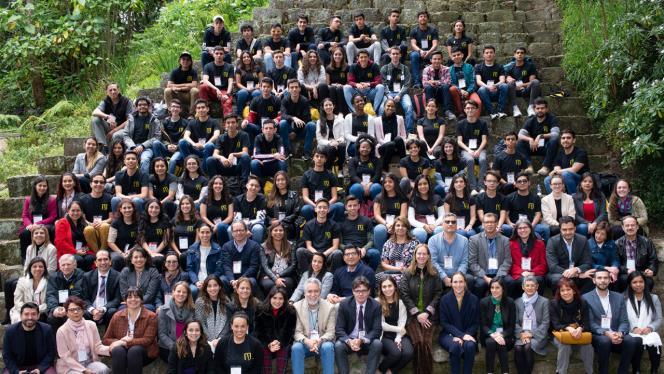 Fotografía de un grupo de estudiantes universitarios