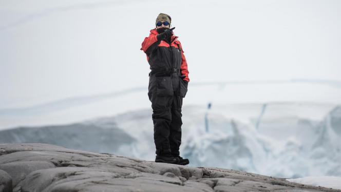 Fotografía de un hombre en la Antártida