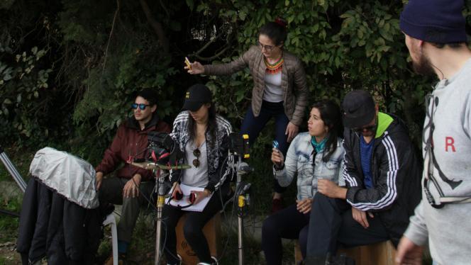 Grupo de personas con cámaras de video